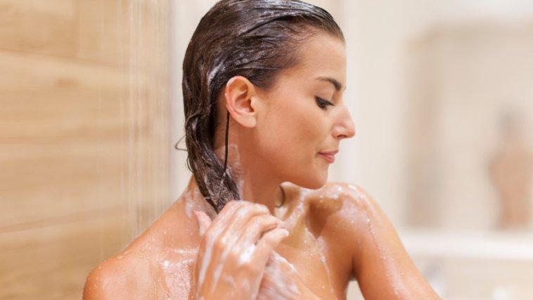 iStock 000044376990 Small - Revitalizar os cabelos após uma viagem: Dicas rápidas