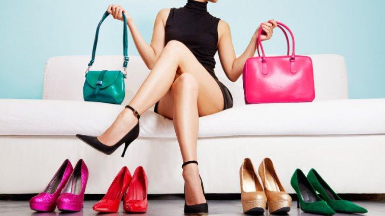iStock 000072990333 Small - Sapatos? Nós somos muito apaixonadas!