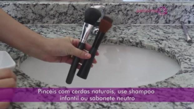 IMG 0014 680x383 - Como Lavar Pincéis de Maquiagem em vídeo