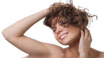 iStock 000039895652 Small - Tipo de Shampoo para cada Cabelo em cada Hora