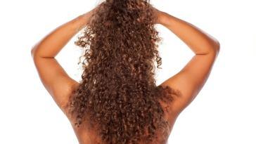 iStock 60296642 SMALL - Melhores opções de secar o cabelo cacheado