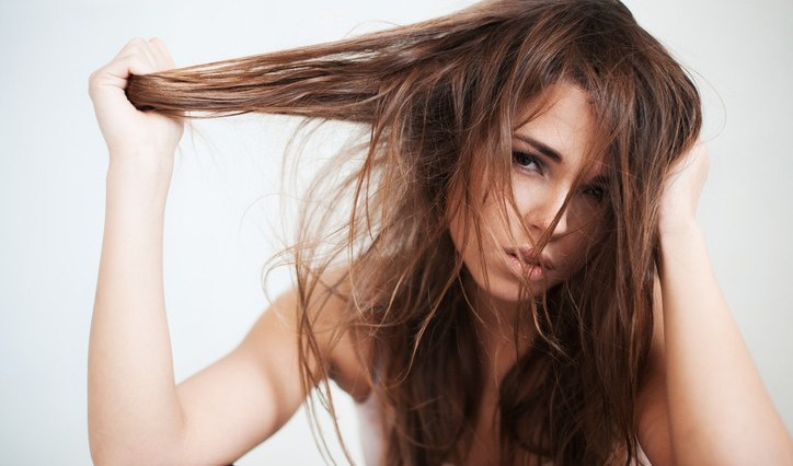 iStock 466755424 - 7 erros no cabelo antes das festas