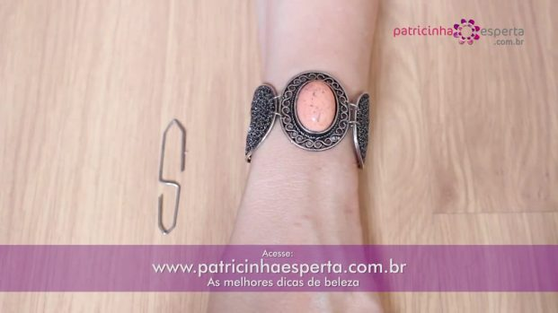 IMG 00035 5 621x349 - Truque para fechar pulseira sozinha!