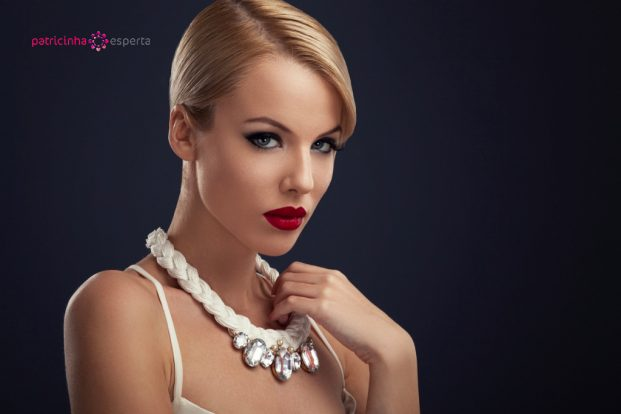 beautiful blonde with the necklace picture id480682051 621x414 - Penteados Para Madrinhas De Casamento 2017