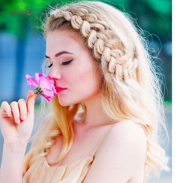 woman holding delicate rose picture id542313086 621x621 - Penteados Para Madrinhas De Casamento 2017