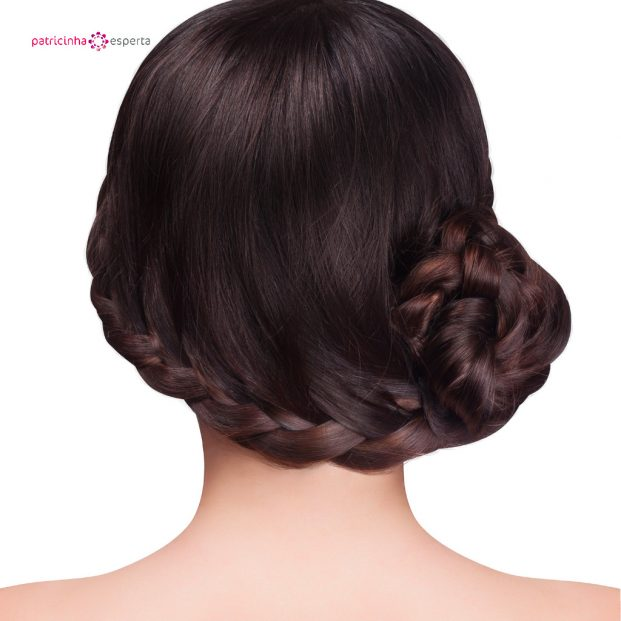 woman with brunette hair and braid hairdo picture id502191586 621x621 - Penteados Para Madrinhas De Casamento 2017