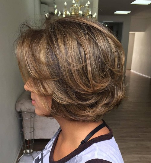 1 medium layered brown balayage hairstyle - Cabelos Curtos para Senhoras: Ideias Pra Copiar Já