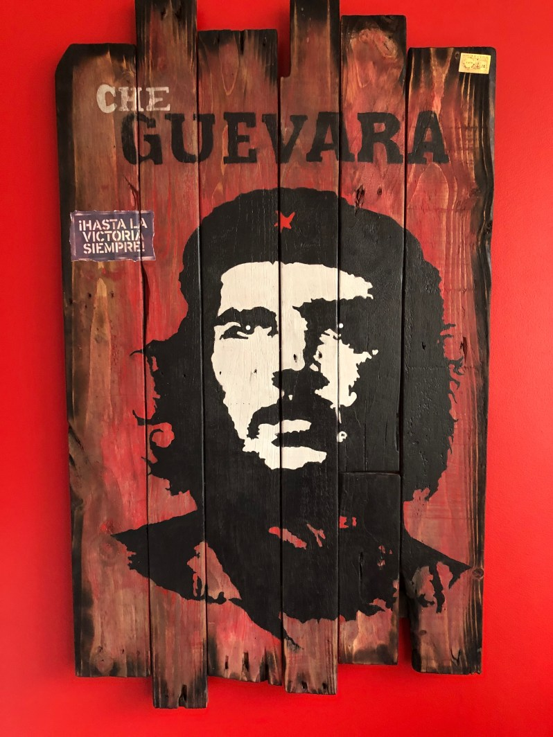 wall art on reclaimed timber urban style image of Che Guevara
