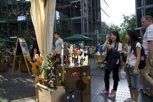 Touristen im Sony Center