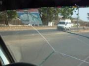 Jammeh houdt de autoruit van mijn taxi brousse samen