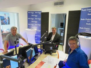 À Radio Chalom Nitsan