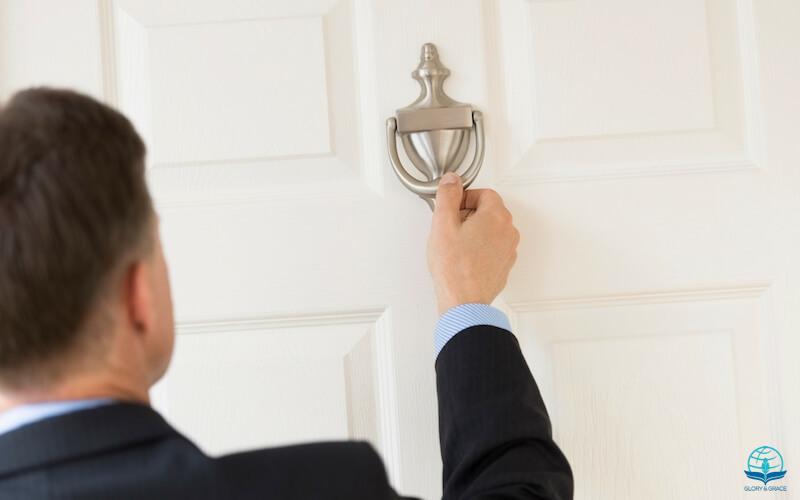 Ask Seek knock image showing a man knocking at the door