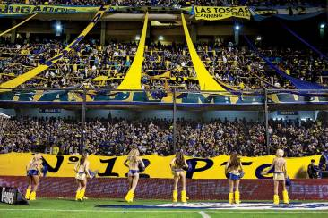 Boca Juniors cheerleaders in La Bombonera.