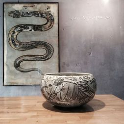 From the series 'Cats' : ceramic bowl pièce unique ©2016 in front of a work by B.Mallart