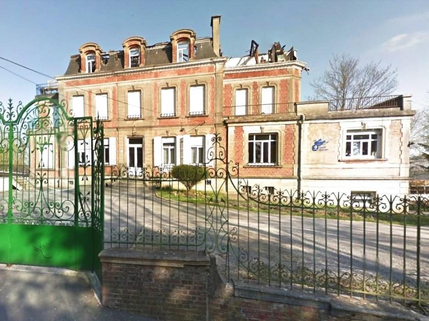 L'attribut alt de cette image est vide, son nom de fichier est Château-Pecqueriaux.jpg.