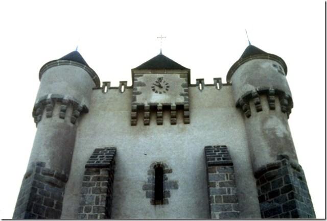 L'église fortifiée Saint-Michel de Lourdoueix-Saint-Michel (Indre, 36)