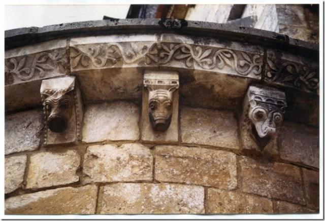 Modillons du chevet de l'église Saint-Germain des Aix-d'Angillon (18)