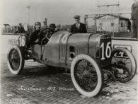 1913-Indianapolis-Jules-Goux-gagne-sur-Peugeot-7.4-litres-300x225 La Peugeot des Charlatans (GP 1912) Cyclecar / Grand-Sport / Bitza Divers