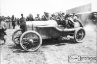 Georges-Boillot-dans-sa-Peugeot-au-Grand-Prix-de-France-à-Dieppe-1912-300x200 La Peugeot des Charlatans (GP 1912) Divers