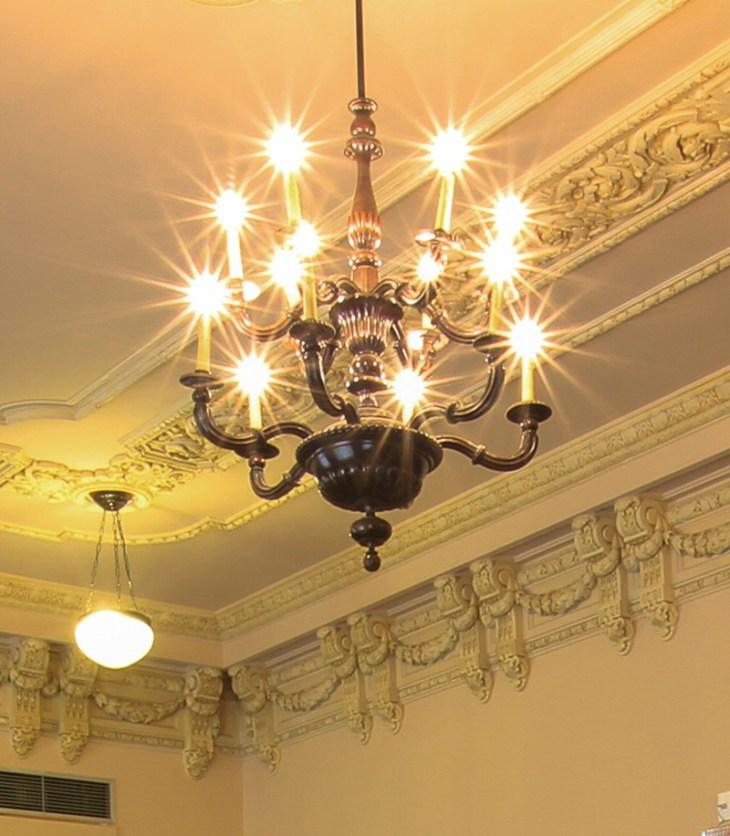 """""""Detalhe lustre, sala patrimonial do prédio CCBB BH"""". Foto Vagner Costa"""