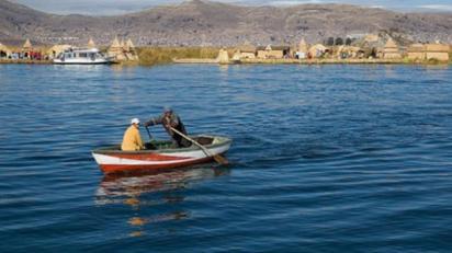 Lago Titicaca durante una limpieza. | Foto archivo | Foto de archivo