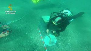 La Guardia Civil recupera restos arqueológicos de un pecio del siglo XIX