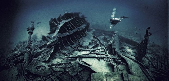 The Caribbean Sea is littered with shipwrecks. Photo by Julian Calverley/Corbis