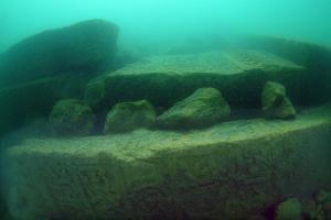 ¿Turismo subacuático? Las lápidas se podrían conservar bajo el agua y serían una gran aportación al turismo subacuático, según Tahsin Ceylan. Foto- Tahsin Ceylan (www.tahsinceylan.com)