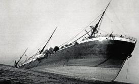 El 'Sirio', en una imagen tomada durante su hundimiento.