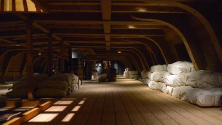 construcción en tamaño real de la bodega de un galeón, desde hoy en el Museo Naval - MAYA BALANYA