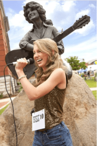 Mountain Soul Singer in front of the Dolly Parton Statue