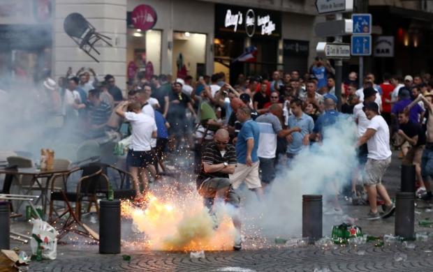 Бійка у Марселі. Фото: www.metronews.ru.