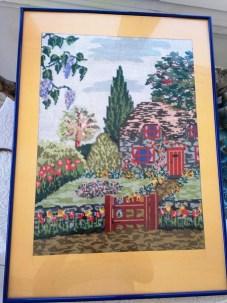 VENTA de cuadro bordado a punto de cruz con casa de campo y jardín