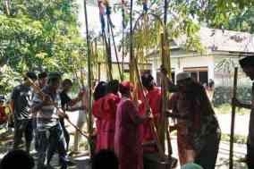 Tradisi Mappadendang dilakukan Warga Tandakan saat musim panen padi tibah