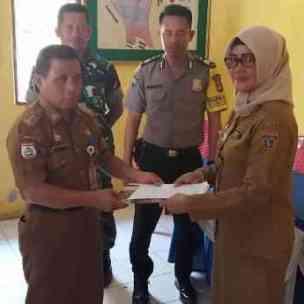 Serah terima pejabat kelurahan Sulawatang, Senin 25/11/2019.