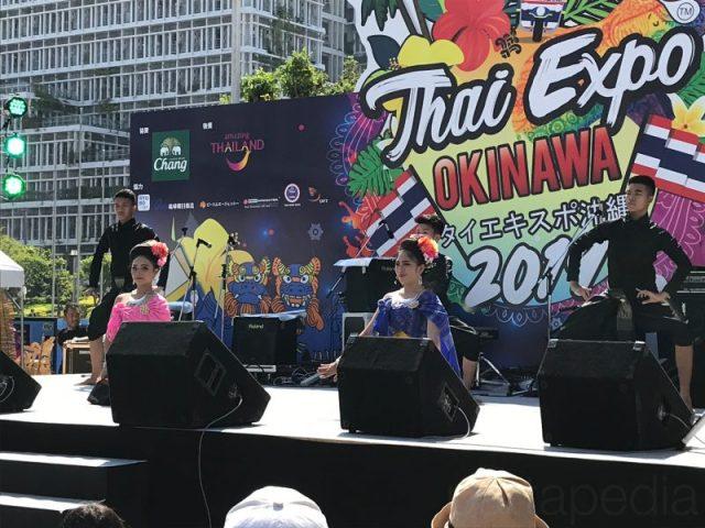 民族舞踊のステージ