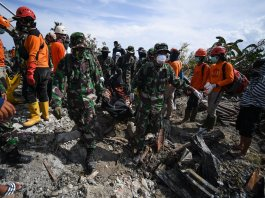 Disease fears as more bodies found in Indonesia disaste