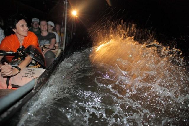 Ночью на реке Квай. Снимок из лодки