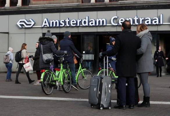2 injured in stabbing at Amsterdam railway station, suspect shot by police