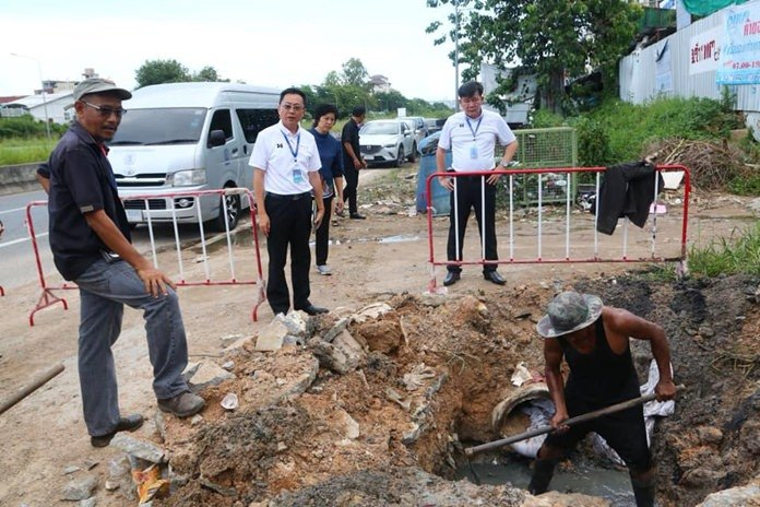 Pattaya councilmen check flood-hit neighborhoods
