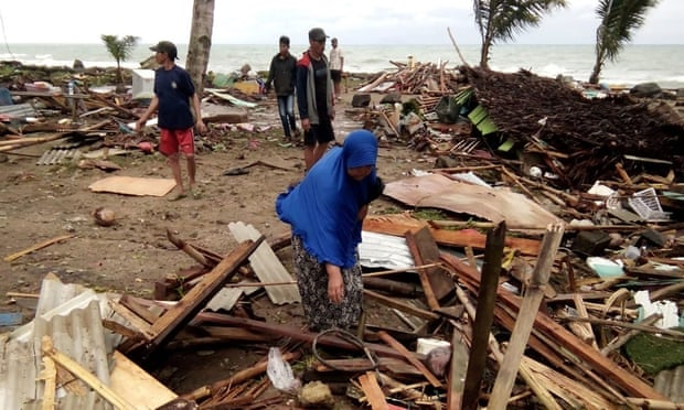 Indonesia tsunami: 168 dead and 'many missing' after Anak Krakatoa erupts – latest update