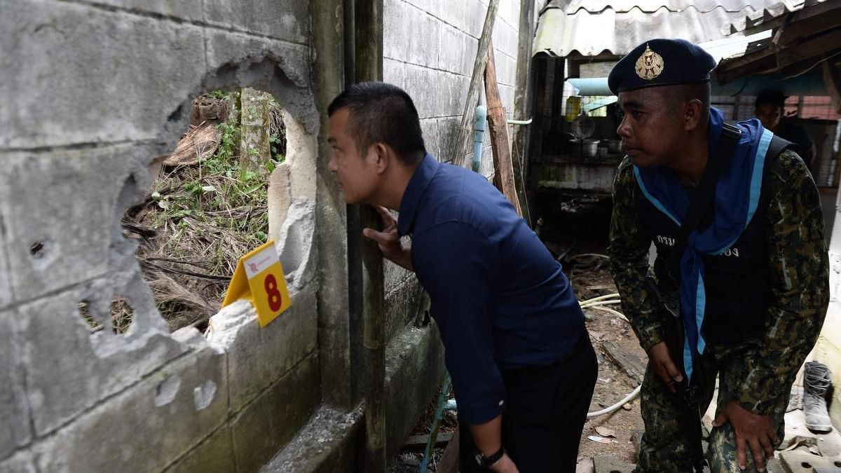 Insurgents suspected in fourth day of south Thailand attacks