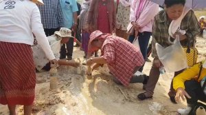 Villagers continue to drink mud despite all the warnings. There has been recent news on mud boiling up from the ground in Nakhon Ratchasima rice field.