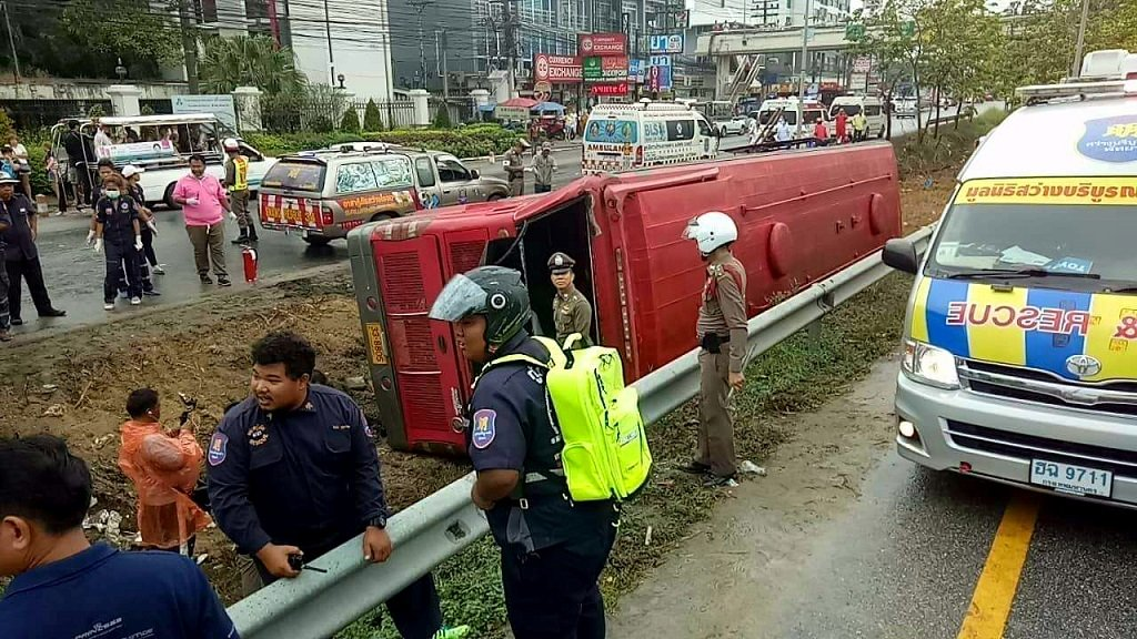 7 Chinese hurt in Jomtien tour bus crash