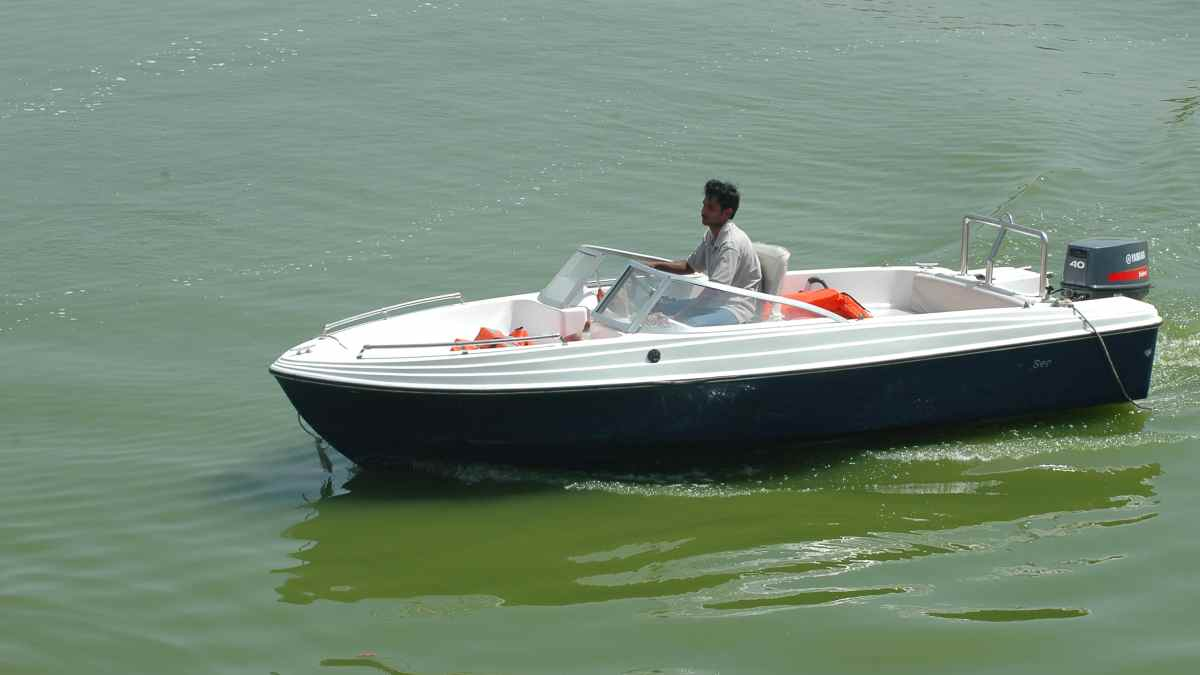 American Steals Speed Boat on Way to Airport