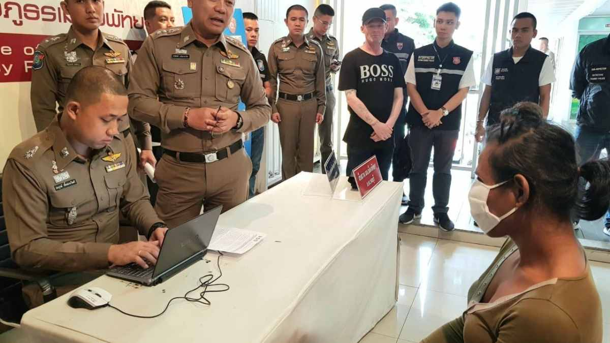 Ladyboy' arrested British tourist theft in Pattaya