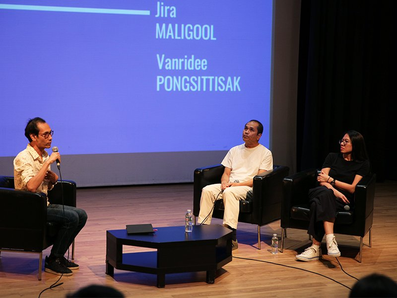 Jira Maligool, center, and Vanridee Pongsittisak, right during a panel held at Alliance Française Bangkok on June 4.