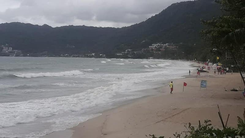 Beaches CLOSED as 'heavy weather' slams the West Coast