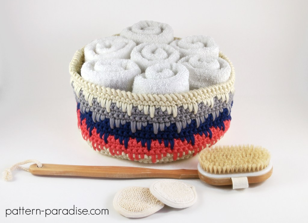 #12WeeksChristmasCAL Week 2 Waves of Free Crochet Pattern Himalyan Basket on Pattern-Paradise.com
