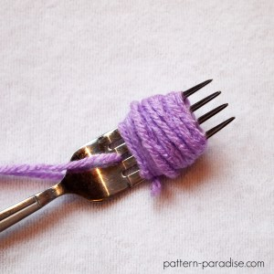 Tutorial: How To Make A Mini Pompom
